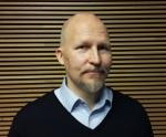 Tapio Linna (s. 1966) on helsinkiläinen filosofian maisteri, bloggaaja ja vapaa kirjoittaja. Hänen bloginsa löytyy osoitteesta www.tapiolinna.com.
