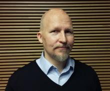 Tapio Linna (s. 1966) on helsinkiläinen filosofian maisteri, bloggaaja ja vapaa kirjoittaja. Hänen bloginsa löytyy osoitteesta http://www.tapiolinna.com