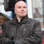 Tuukka Kuru on vuonna 1990 syntynyt insinööriopiskelija ja Suomen Sisun Lapin piirin päällikkö.