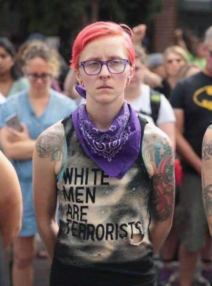 valkoinen valkoisella Aisan kannattaja